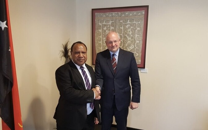 Papua New Guinean foreign minister Rimbink Pato with Estonian ambassador to Australia Andres Unga, Oct. 4, 2016.
