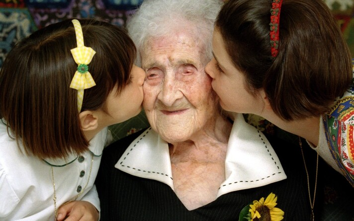 Dokumenteeritult kõige vanemaks elanud inimene Jeanne Calment 120 aastasena.