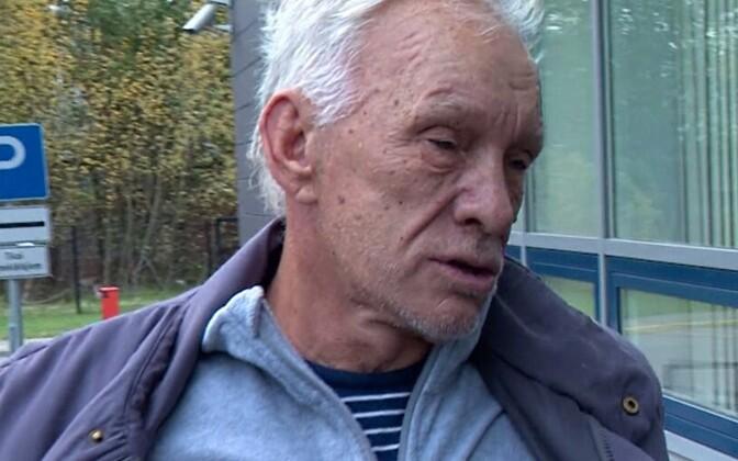 Julijs Kruminš pärast vahi alt vabanemist intervjuud andmas.