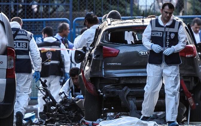 Uurijad eile Istanbulis plahvatuspaigas.