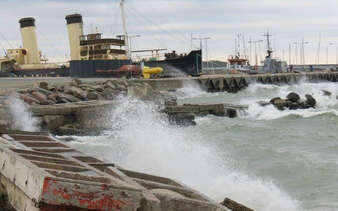 Tormine meri laupäeval Tallinna lahel.