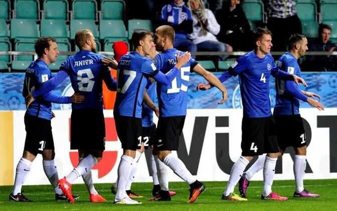 Футболисты сборной Эстонии готовятся к трудной игре.