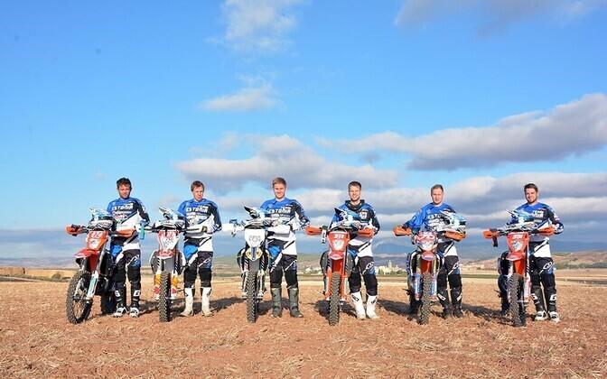 Eesti meeskonda kuuluvad sel aastal Veiko Rääts (KTM, Sõmerpalu MK) ja Priit Biene (Husqvarna, RedMoto Racing), mõlemad klass E1, Martin Leok (KTM, Sõmerpalu MK, E2) ja Rannar Uusna (KTM, KTM Racing Estonia, E3) ning Sõmerpalu klubist Mart Meeru ja Elary