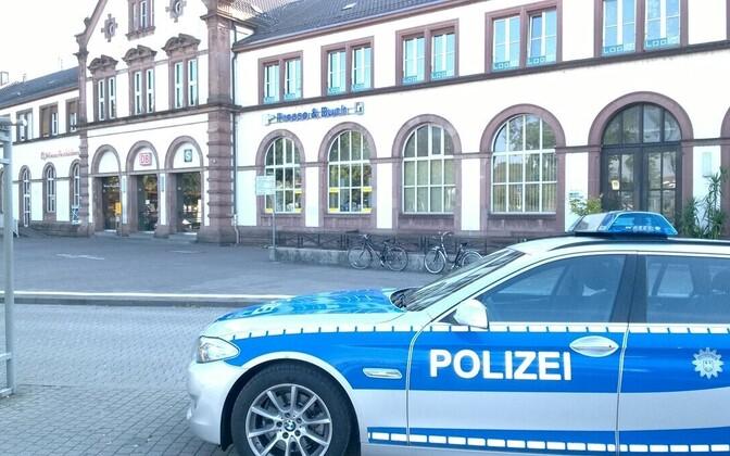 Politseiauto Rastatti raudteejaama juures 11. oktoobril.