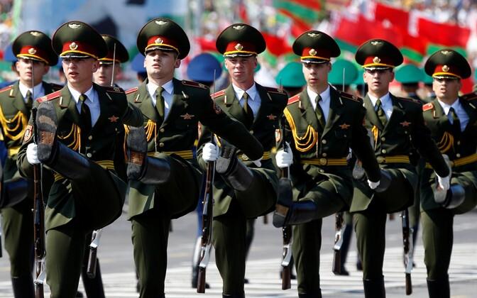 Valgevene sõdurid paraadil.