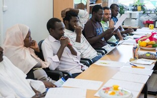 Refugees in an Estonian language class in Vao.