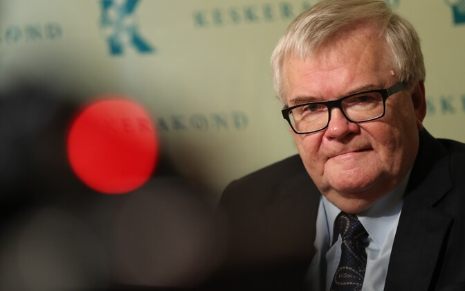Former longtime Center Party chairman Edgar Savisaar at a press conference.