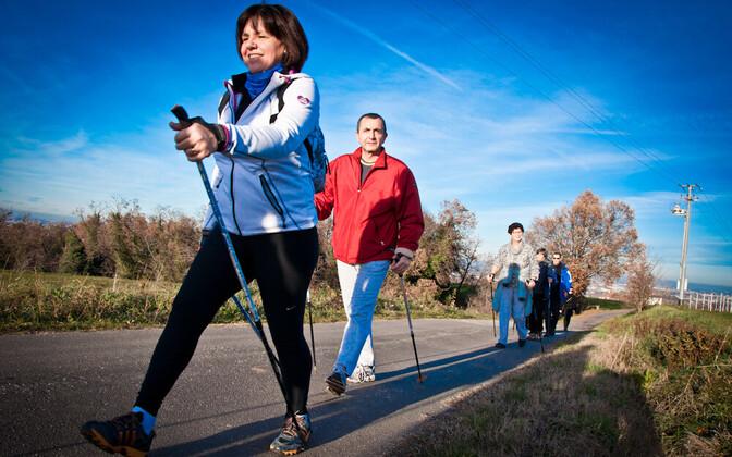 Kepikõnd, jalutamine, sörk, jooks - igasugune füüsiline aktiivsus aitab sügisdepressiooni leevendada või ära hoida.