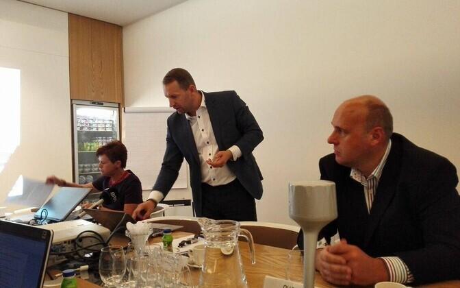 Toidutöösturid pressikonverentsil. Fotol Sirje Potisepp, Maido Solovjov ja Olle Horm.