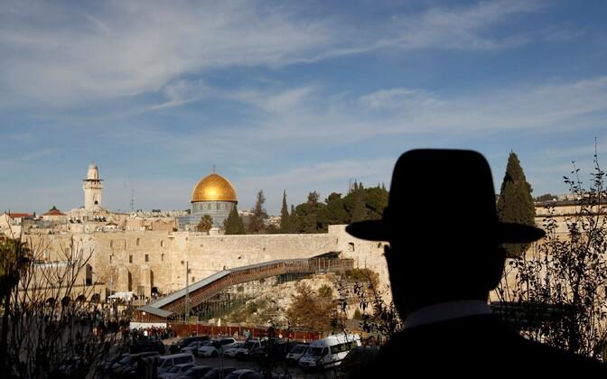 Juudi mees Templimäe poole vaatamas.
