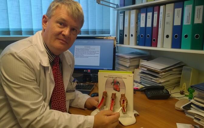 Pulmonoloog Alan Altraja sõnul on haruldane kopsuhaigus pulmonaalne arteriaalne hüpertensioon (PAH) tingitud nii geneetilisest eelsoodumusest, raku signaalradade süsteemi häiretest kui keskkonnateguritest.