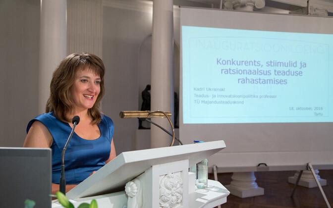 Tartu ülikooli teadus- ja innovatsioonipoliitika professor Kadri Ukrainski ülikooli aulas.