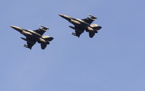 Истребители НАТО совершат бреющие полеты над Эстонией.