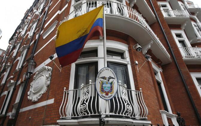 Ecuadori saatkond Londonis, kus viibib ka Wikileaksi rajaja Julian Assange.