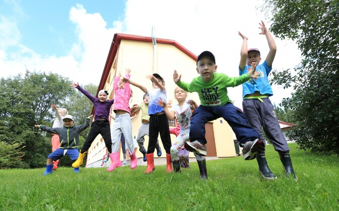 Tüdrukud ja poisid Eestis, Sillaotsa koolis.