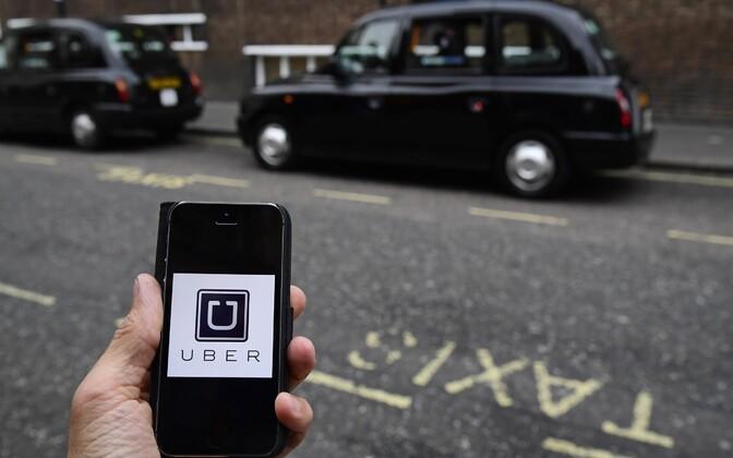 Uberi rakendus ja Londoni taksod.
