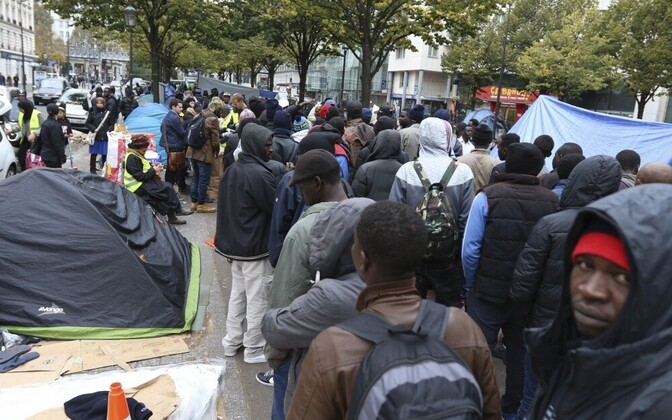 Палатки мигрантов в Париже.