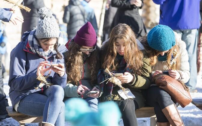 Õpilased kasutavad nutiseadmeid peamiselt väljaspool kooli õppetööga mitteseotud tegevusteks.