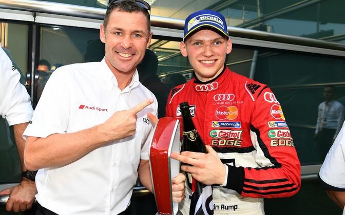 Martin Rump (paremal) ja üheksakordne Le Mansi kestvussõidu võitja Tom Kristensen