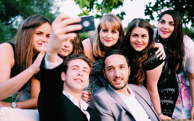 Slevepildid ei muuda noori isekamaks, see on pigem viis näidata end koos oma sõpradega.