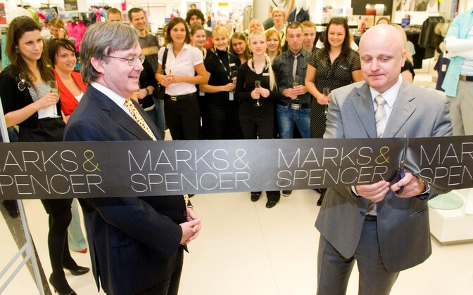 Grand opening of Marks & Spencer at Tallinn's. May 7, 2009. Pictured: UK Ambassador to Estonia Peter Carter (left) and Marks & Spencer Eastern European Division director Dusan Mrozek (right).