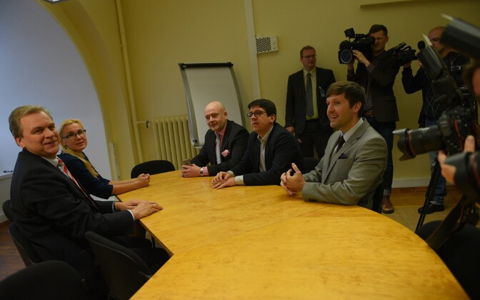 Representatives of the five parliamentary groups discussing the no-confidence vote against Prime Minister Taavi Rõivas scheduled for Wednesday. Nov. 8, 2016.