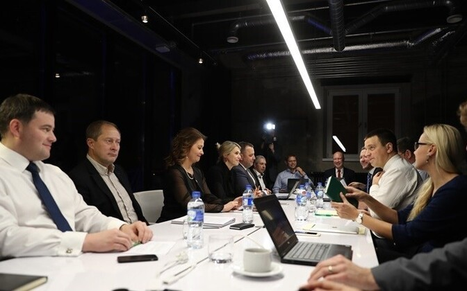 Coalition negotiations between the Center Party, the Social Democrats, and IRL continued on Thursday.