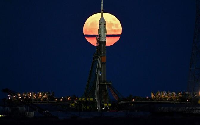 Täiskuu 14. novembril Sojuz MS-03 kosmoselaeva taga Baikonauri kosmodroomil.