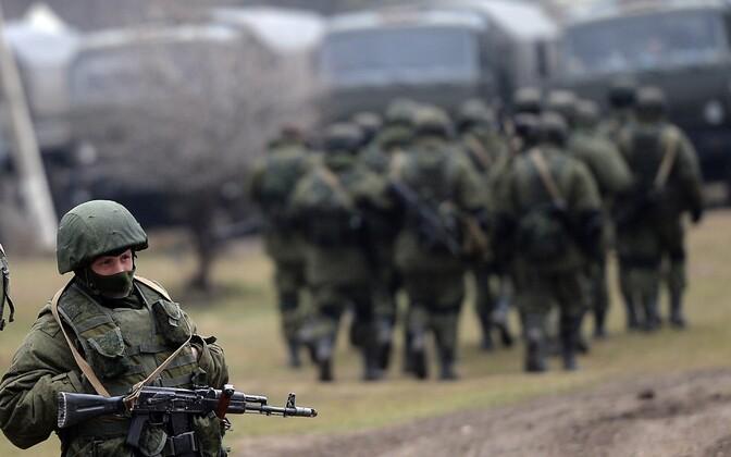 Eraldusmärkideta Vene südurid 2014. aasta märtsis Krimmi poolsaarel.