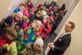Pileteid kontrollib ja külalisi tervitab dirigent Kaspar Mänd