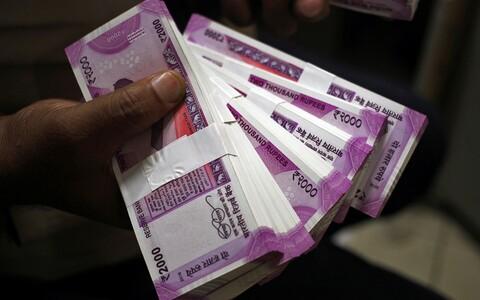 Uued rahatähed vääringus 2000 ruupiat.