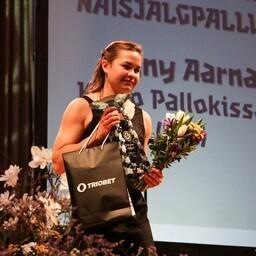 Eelmise aasta parim naisjalgpallur Signy Aarna kandideerib samale tiitlile ka tänavu