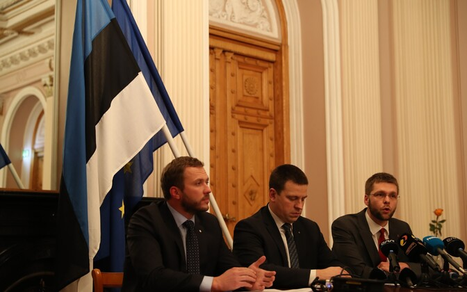 Margus Tsahkna (IRL), Jüri Ratas (Center) and Jevgeni Ossinovski (SDE) introducing the tax and economic policies of the new government coalition in formation. Nov. 17, 2016.