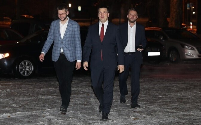 SDE chairman Jevgeni Ossinovski, Center Party chairman Jüri Ratas, and IRL chairman Margus Tsahkna in Kadriorg on Thursday morning.
