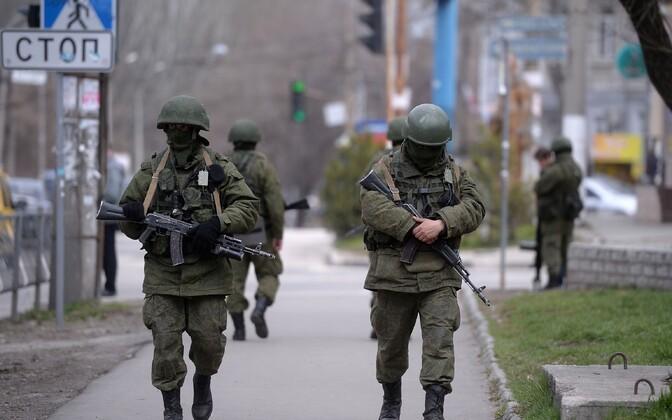 Eraldusmärkideta Vene sõdurid 2014. aasta märtsis Krimmis.