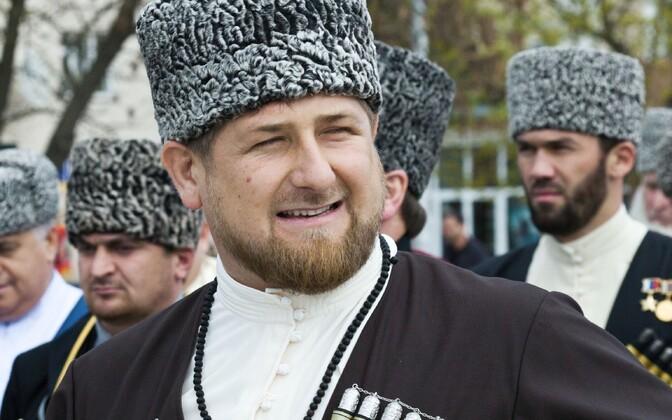 Tšetšeenia juht Ramzan Kadõrov rahvariideid kandmas.