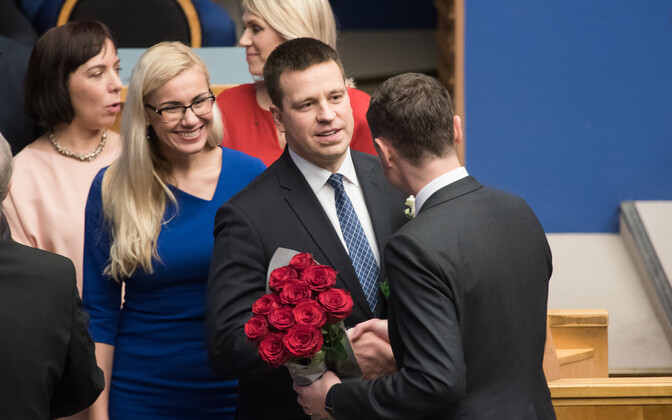 Jüri Ratas being congratulated a new prime minister by predecessor Taavi Rõivas (back to camera) in late 2016,