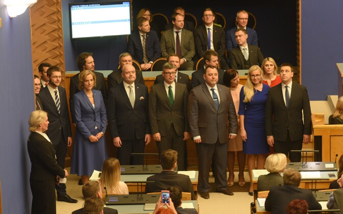 The newly sworn-in 49th cabinet of Estonia (foreground), with Taavi Rõivas' outgoing second cabinet visible in the background. Nov. 23, 2016.