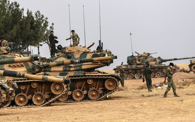 Турецкие войска у сирийской границы.