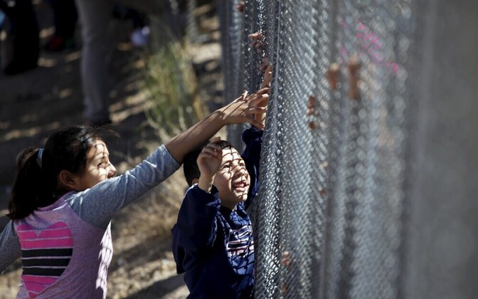 Забор на американо-мексиканской границе между городами Хуарез и Эль-Пасо.