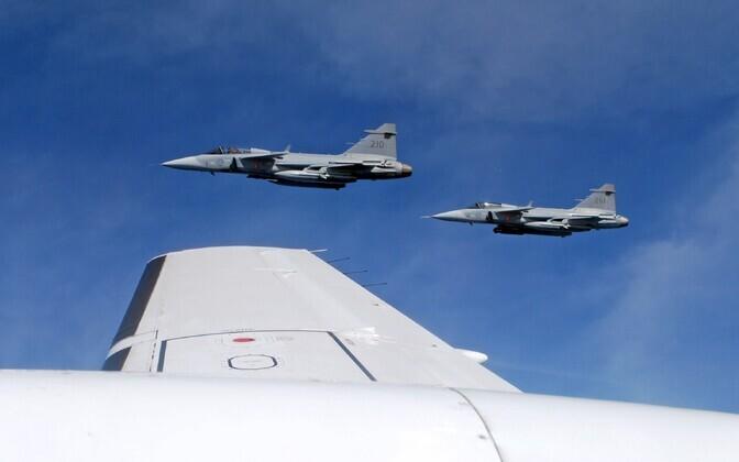 Rootsi õhuväe hävitajad.