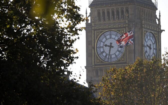 Suurbritannia lipp Big Beni taustal.