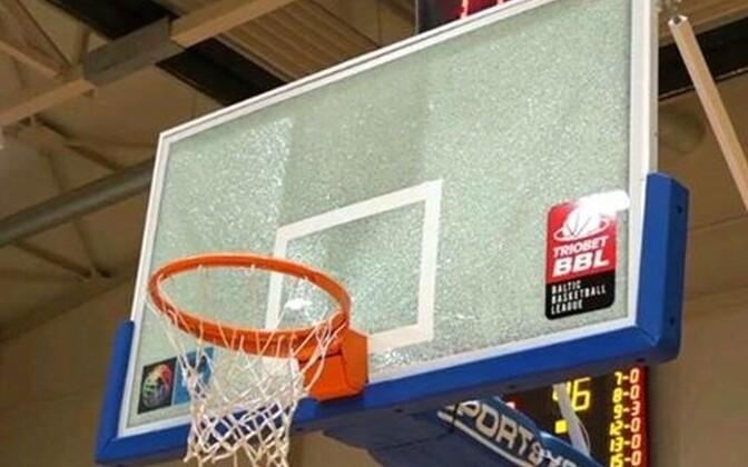 Тот самый разбитый баскетбольный щит, повлиявший на результат матча.