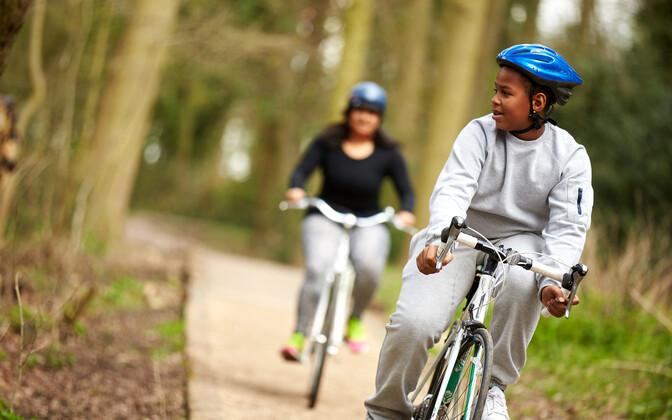 Uuringud näitavad, et ühistranspordi asendamine jalutamise ja rattasõiduga vähendab suremuse riski kuni 12 protsendi võrra.