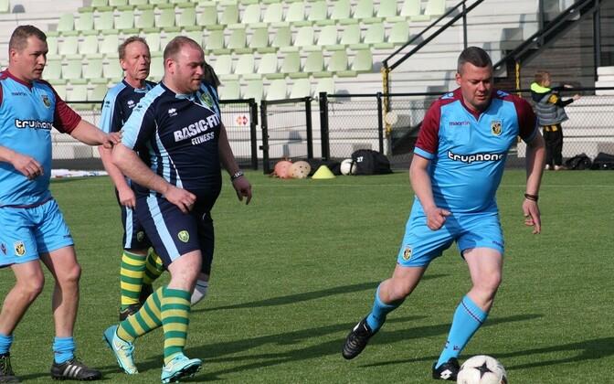 Programmis EuroFIT osalejad saavad jalgpalli mängida oma lemmikklubide väljakutel.