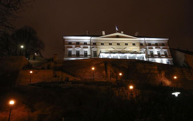 Vaade Stenbocki majale ja Patkuli trepile öösel