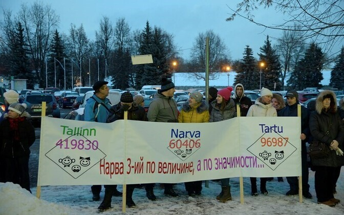 People outside of Narva's city council protesting against the planned closing of Narva Hospital's pediatric ward. Dec. 1, 2016.