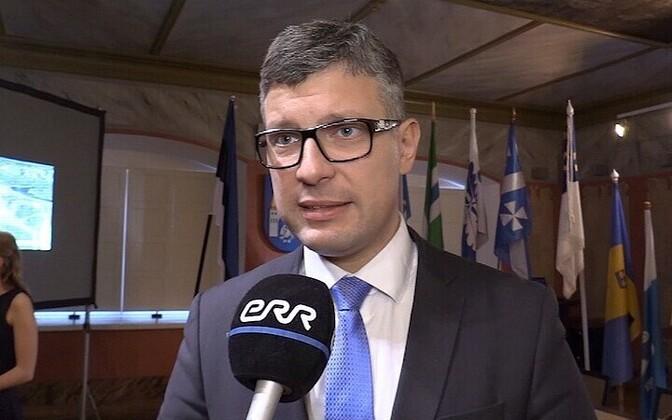Minister of Public Administration Mihhail Korb (Center).