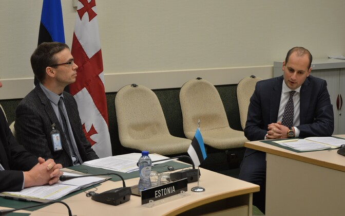 Estonian Minister of Foreign Affairs Sven Mikser (left) with Georgian Minister of Foreign Affairs Mikheil Janelidze in Brussels on Tuesday. Dec. 6, 2016.