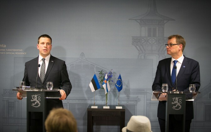 Prime ministers Ratas and Sipilä at a press conference following their first meeting, Nov. 7, 2016.